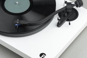 Platine Pro-Ject Debut III S Audiophile : le bras en S enfin accessible !